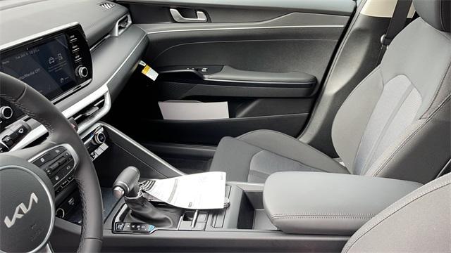 2022 Kia K5 4dr Car