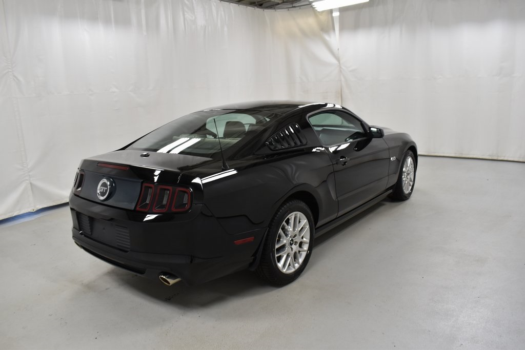 2013 Ford Mustang 2dr Car