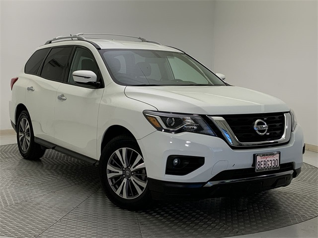 Used-2017-Nissan-Pathfinder