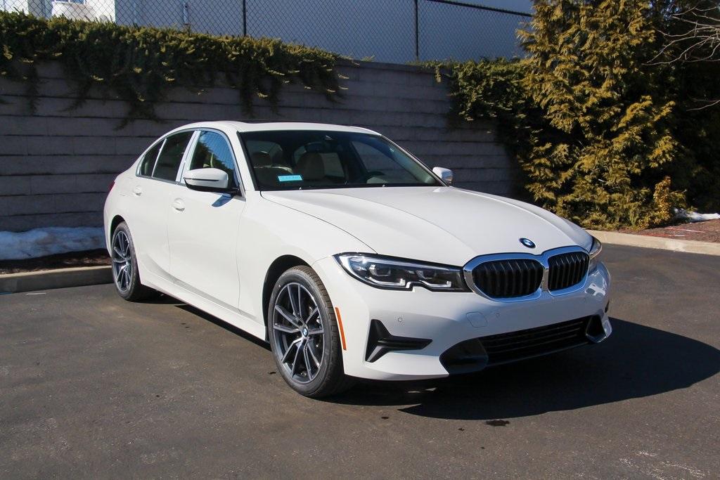 <center><b>New 2021 BMW 3 Series 330i xDrive Sedan</b></center>