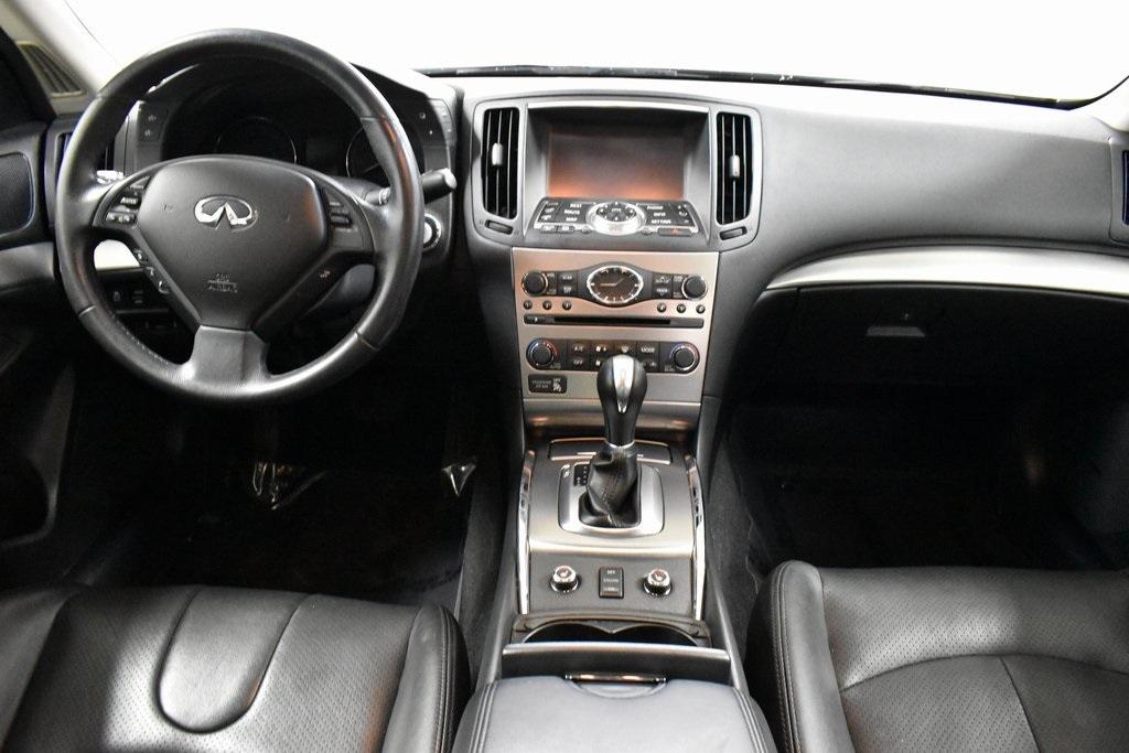 2015 INFINITI Q40 4dr Car