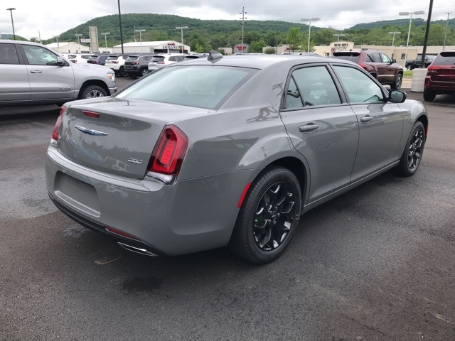 2019 Chrysler 300 4dr Car