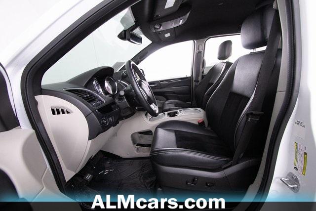 Pre-Owned 2018 Dodge Grand Caravan SE