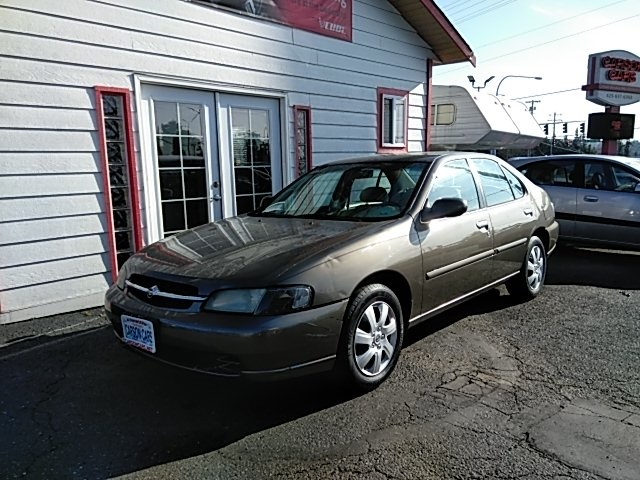 1999 Nissan Altima SE photo