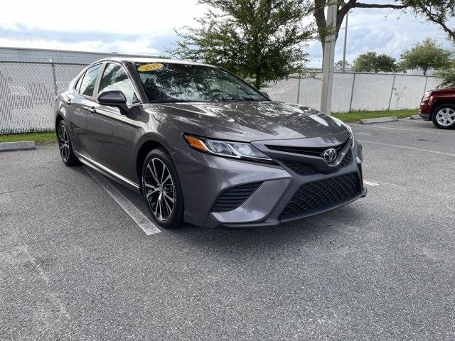 2019 Toyota Camry SE photo